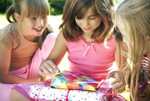 Що подарувати на 8 березня (подарунок на жіночий день)?