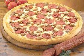 М'ясна піца з ковбасою