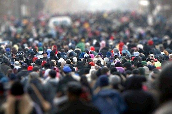 Думка про те, що при надзвичайних обставинах люди впадають в паніку, піддавшись психології натовпу, ймовірно, є помилковим
