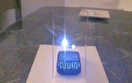 Радіохвилі мобільного телефону здатні без проводів передавати електрику