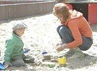Як зробити для дітей світловий стіл для малювання піском