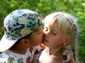 У скільки років можна цілуватися?