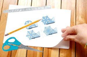 Як вирізати сніжинки