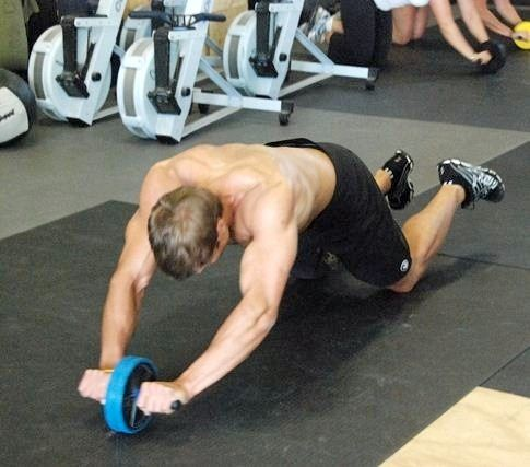 Як займатися з гімнастичним роликом?