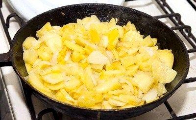 Як смажити картоплю на сковороді?