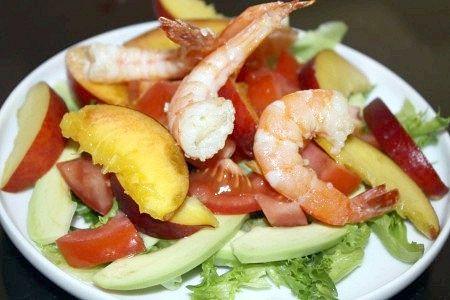 Салат з персиків і креветок, кращий рецепт з фото