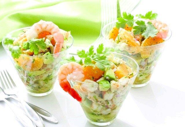 Салат-коктейль: прості страви з креветок на Новий Рік