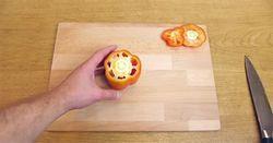 Приголомшливий лайфхак для романтичного сніданку: яйце у формі сердечка.