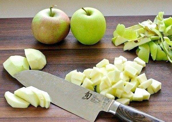 Казковий яблучний штрудель - десерт для тих, хто дотримується суворої дієти.